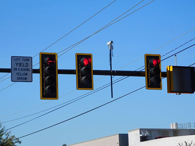 Image of traffic lights turned red.